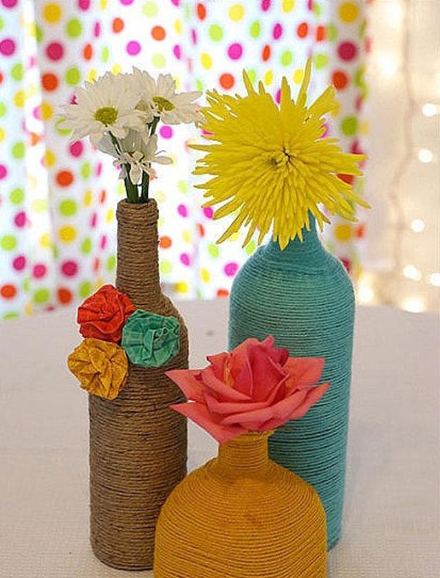 Diy reciclado de botellas decoradas con lana de colores - Decorar botellas de vidrio ...