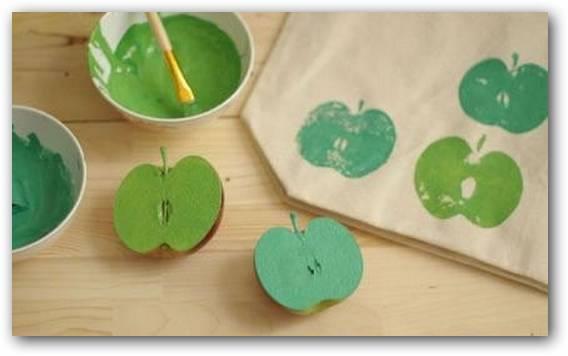 Decorar-una-bolsa-con-manzanas