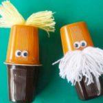 Maracas realizadas con potes de postres y arroz reciclados