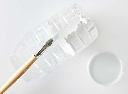 DIY-macetas-con-botellas-de-plastico-decoratrix-paso-3.jpg.pagespeed.ce.P82NgLL1Vv