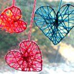 Coloridos corazones de lana para ambientar nuestro hogar