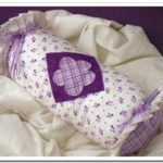 Cómo hacer este delicado almohadón en forma de caramelo en tonos lilas