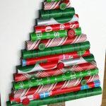 Árbol navideño…. con rollos de papel de regalo: fácil y rápido