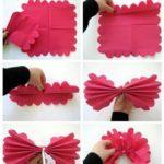 Para decorar la mesa navideña: Flores de servilletas de papel
