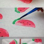 Técnica para personalizar papeles de regalo:  decorado con sandías