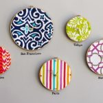 Relojes realizados con bastidores y telas en diferentes diseños y colores