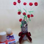 Ideas de centros de mesa con flores de cartulina y alambre para alegrar tu decoración
