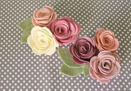 broche-con-flores-de-fieltro