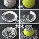 Bola de flores para decorar la mesa realizada con platos descartables plateados
