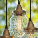 Novedosas lamparas de techo realizadas con frascos de vidrio reciclados