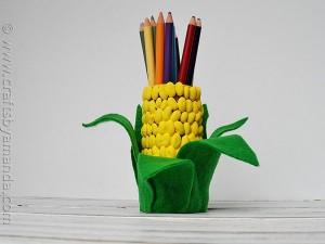 Como-decorar-una-lapicera-con-forma-de-elote-1-300x225