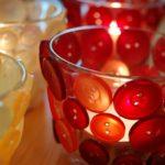 Fabulosos portavelas con un vaso y botones para decorar tu hogar