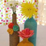 DIY reciclado de botellas decoradas con lana de colores