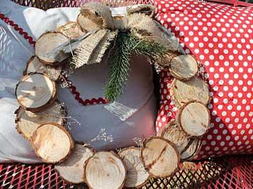 corona-de-navidad-con-material-reciclado