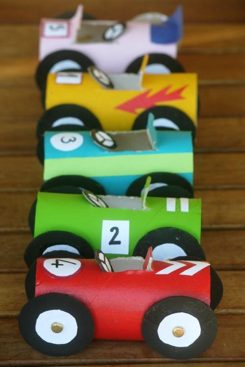 manualidades-para-niños-coches-de-carton-500x749