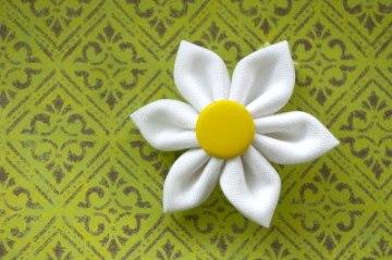 Como-hacer-flores-de-manzanilla-de-tela-1