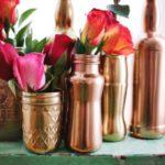 Floreros realizados con diferentes modelos de botellas recicladas