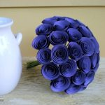 ¿Cómo hacer un ramo de rosas azules para decorar?