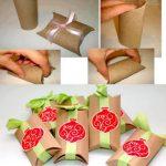 Envoltorios para regalos realizados con tubos de cartón reciclados