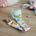 ¿Cómo hacer un Porta chupete realizado con tela de colores para bebe?