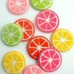 ¿Cómo hacer rodajas de frutas como posa-vasos?