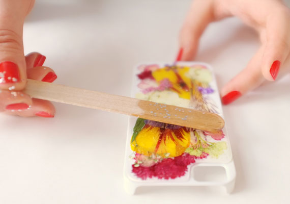 etsyhowto-diy-howto-iphonecase-pressedflowers-012