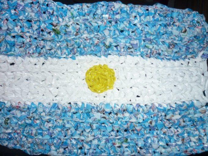 C mo hacer banderas argentinas con diferentes materiales for Decoracion 9 de julio primaria
